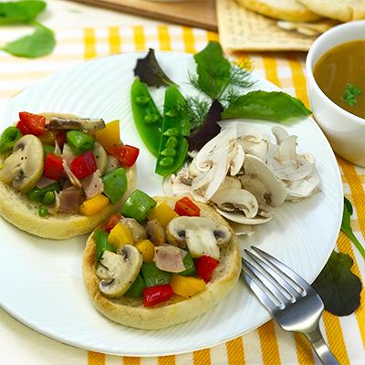 マッシュルームとカラフル野菜のオープンサンド