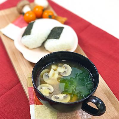 マッシュルームとオカワカメのお味噌汁
