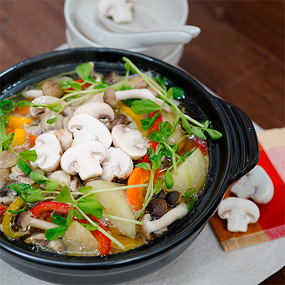 ホワイトマッシュルームと彩り野菜の和風鍋